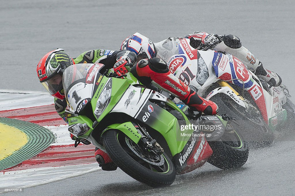 <a gi-track='captionPersonalityLinkClicked' href=/galleries/search?phrase=Tom+Sykes&family=editorial&specificpeople=3070262 ng-click='$event.stopPropagation()'>Tom Sykes</a> of Great Britain and Kawasaki Racing Team leads the field during the race 2 during the FIM Superbike World Championship - Race at Portimao Circuit on July 6, 2014 in Portimao, Portugal.