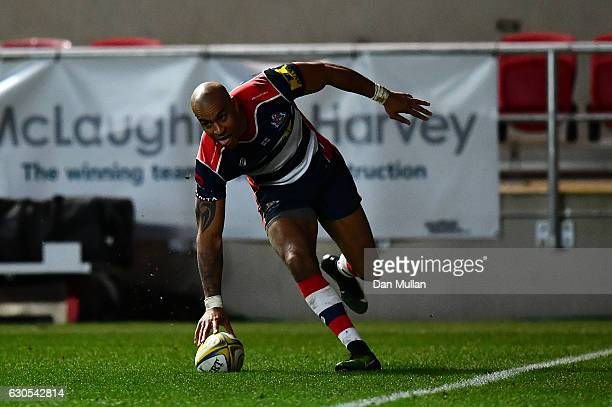 Tom Varndell of Bristol Rugby scores his side's third try during the Aviva Premiership match between Bristol Rugby and Worcester Warriors at Ashton...