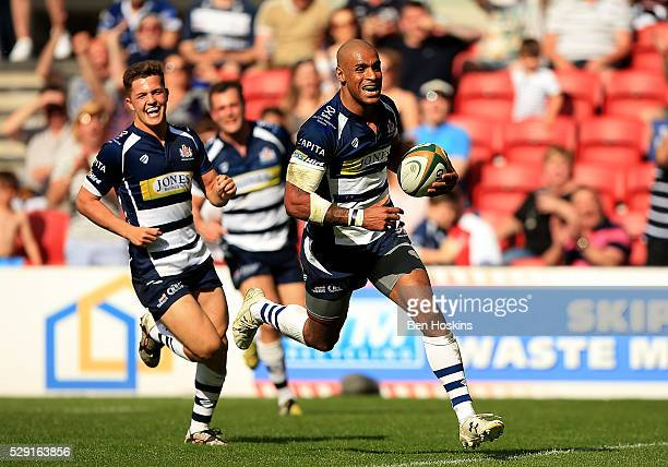 Tom Varndell of Bristol runs in a try during the Greene King IPA Championship Play Off Semi Final Second Leg match between Bristol Rugby and Bedford...