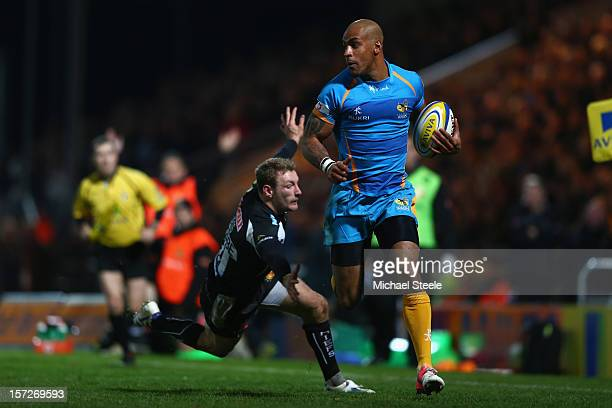 Tom Varndell of London Wasps evades the challenge from Matt Jess of Exeter Chiefs to score a try during the Aviva Premiership match between Exeter...