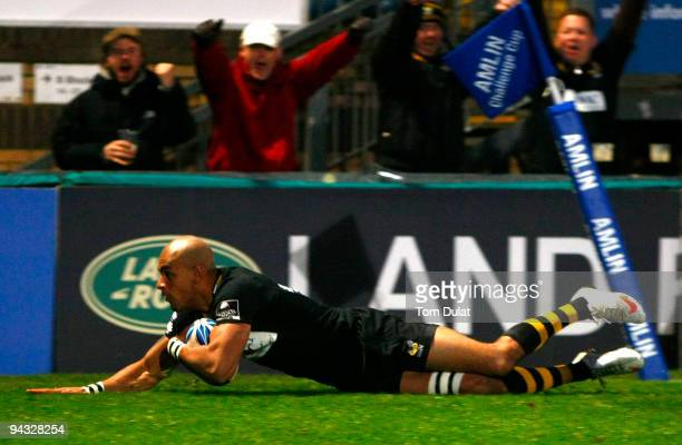Tom Varndell of London Wasps scores his sides second try during the Amlin Challenge Cup match between London Wasps and Bayonne at Adams Park on...