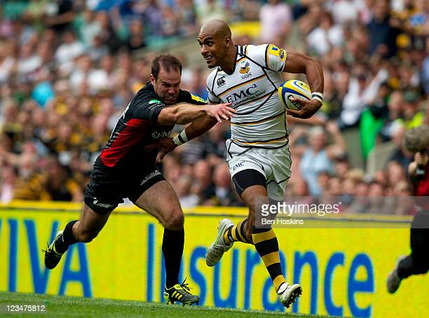 Tom Varndell of Wasps breaks away from the tackle of Charlie Hodgson of Saracens to score the winning try during the AVIVA Premiership match between...