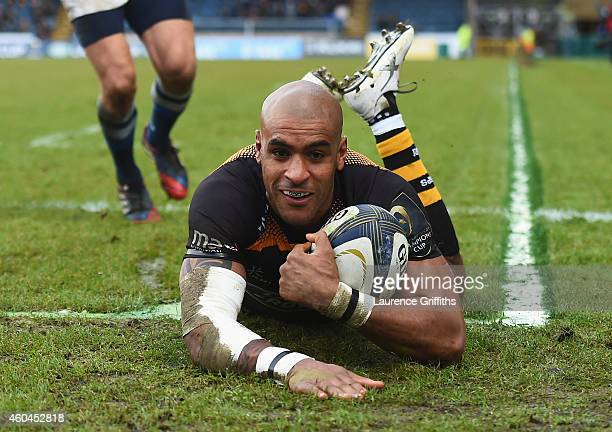 Tom Varndell of Wasps goes over to score his second try during the European Rugby Champions Cup match between Wasps and Castres Olympique at Adams...