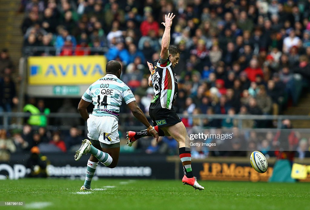 Tom Williams of Harlequins fails to take a high ball during the Aviva Premiership match between Harlequins and London Irish at Twickenham Stadium on December 29, 2012 in London, England.