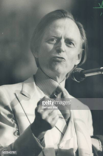 Tom Wolfe American writer speaks to sellout crowd as part of Star lecture series