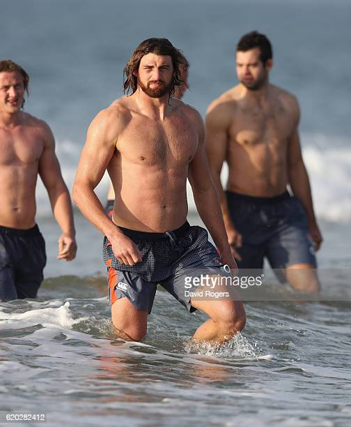 Tom Wood walks up the beach after having had a swim in the Atlantic Ocean during the England recovery session held Praia da Felesia on November 2...