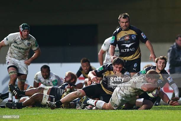 Tom Youngs of Leicester Tigers scores his sides first tryr during the Heineken Cup Pool 5 match between Montpellier and Leicester Tigers at Stade...