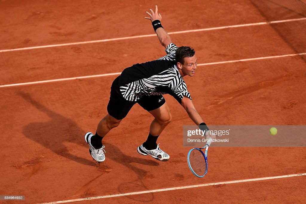<a gi-track='captionPersonalityLinkClicked' href=/galleries/search?phrase=Tomas+Berdych&family=editorial&specificpeople=239147 ng-click='$event.stopPropagation()'>Tomas Berdych</a> of czech Republic hits a forehand during the Men's Singles third round match against Pablo Cuevas of Uruguay on day seven of the 2016 French Open at Roland Garros on May 28, 2016 in Paris, France.