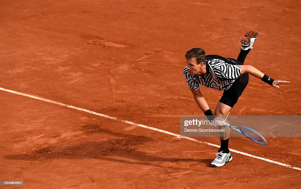 <a gi-track='captionPersonalityLinkClicked' href=/galleries/search?phrase=Tomas+Berdych&family=editorial&specificpeople=239147 ng-click='$event.stopPropagation()'>Tomas Berdych</a> of czech Republic serves during the Men's Singles third round match against Pablo Cuevas of Uruguay on day seven of the 2016 French Open at Roland Garros on May 28, 2016 in Paris, France.