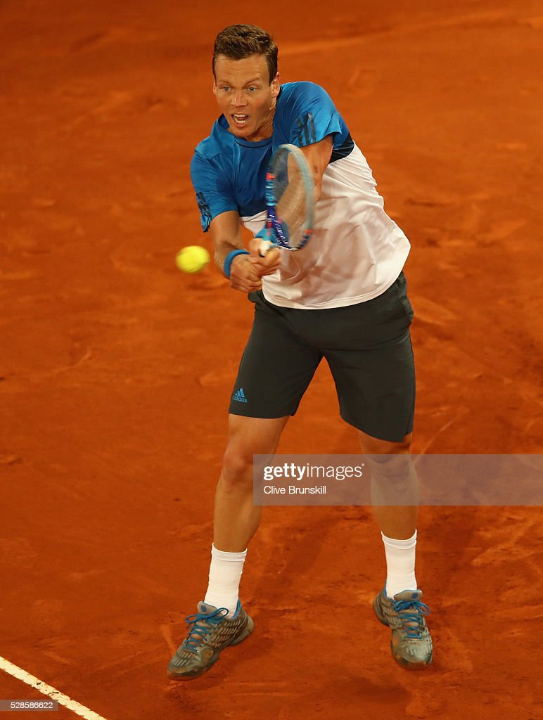<a gi-track='captionPersonalityLinkClicked' href=/galleries/search?phrase=Tomas+Berdych&family=editorial&specificpeople=239147 ng-click='$event.stopPropagation()'>Tomas Berdych</a> of the Czech Republic plays a backhand against Andy Murray of Great Britain in their quarter final round match during day seven of the Mutua Madrid Open tennis tournament at the Caja Magica on May 06, 2016 in Madrid,Spain.