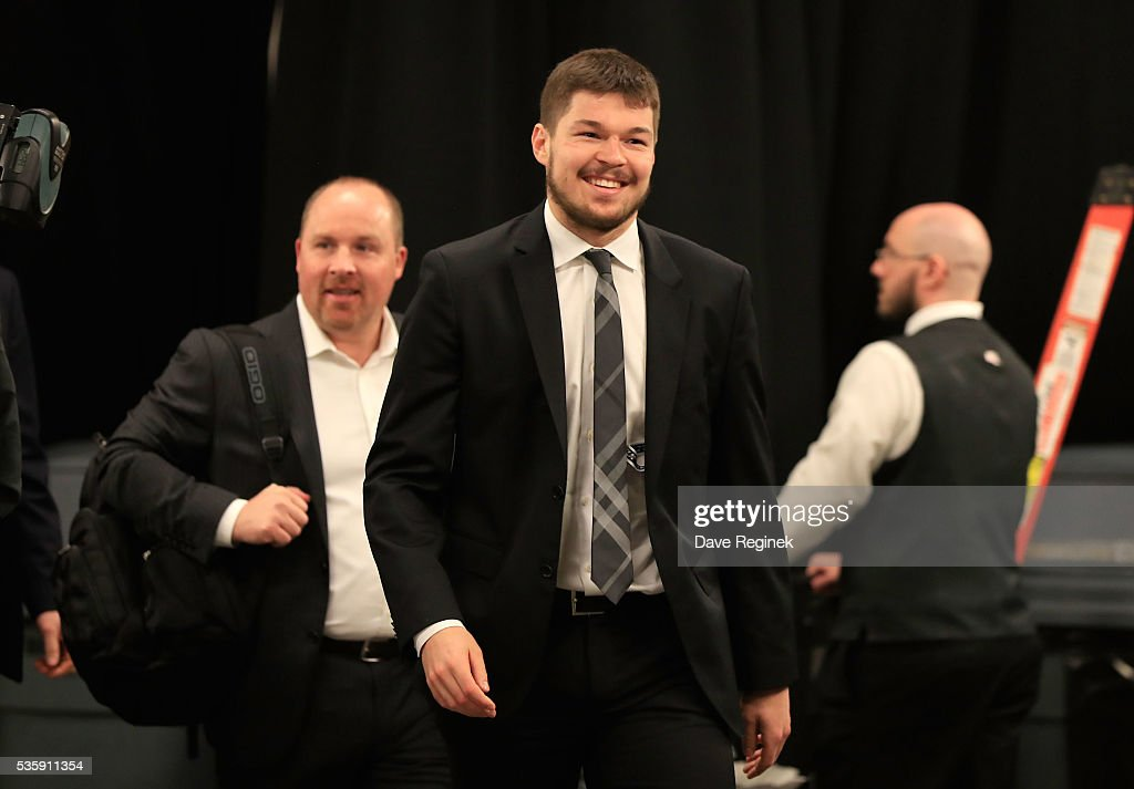 <a gi-track='captionPersonalityLinkClicked' href=/galleries/search?phrase=Tomas+Hertl&family=editorial&specificpeople=8761287 ng-click='$event.stopPropagation()'>Tomas Hertl</a> #48 the San Jose Sharks arrives to the arena prior to Game One of the 2016 NHL Stanley Cup Final against the Pittsburgh Penguins at Consol Energy Center on May 30, 2016 in Pittsburgh, Pennsylvania.