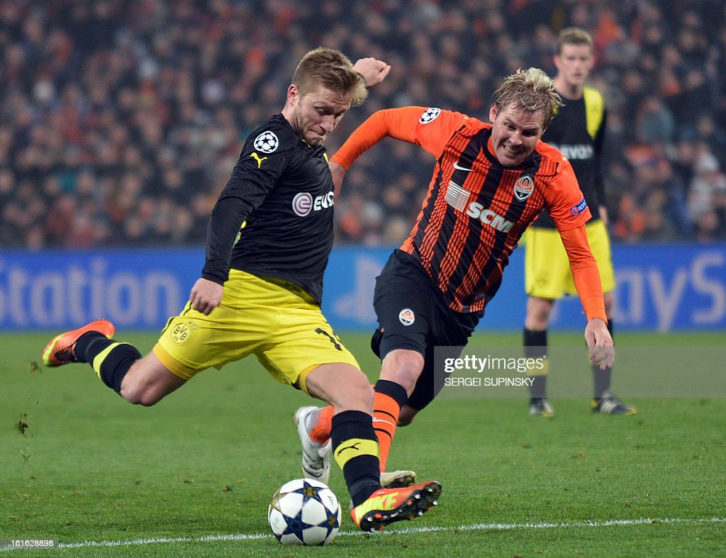Tomas Hubschman (R) of FC Shakhtar fights for the ball with Marco Reus (L) of Borussia Dortmund during their UEFA Champions League round 16 football match in Donetsk on February 13, 2013.