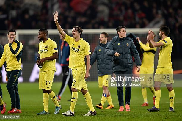 Tomas Pina of Villarreal celebrates an aggregate victory with team mates after the UEFA Europa League round of 16 second leg match between Bayer...