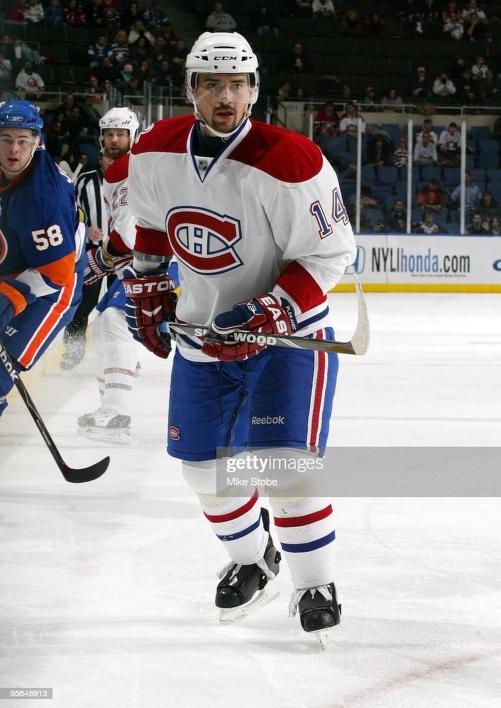 Tomas Plekanec of the Montreal Canadiens skates against the New York Islanders on December 19 2009 at Nassau Coliseum in Uniondale New York Canadiens...