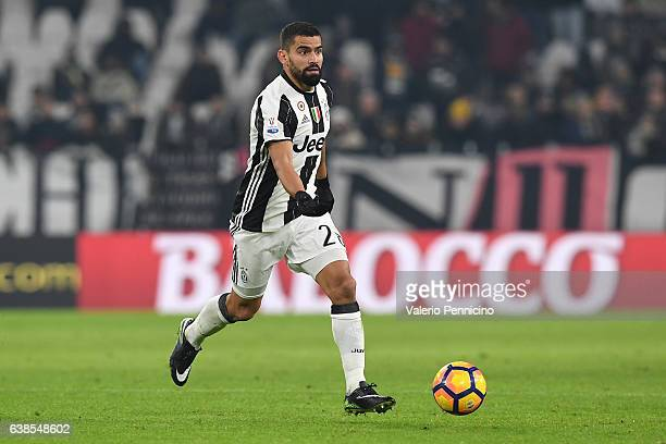 Tomas Rincon of FC Juventus in action during the TIM Cup match between FC Juventus and Atalanta BC at Juventus Stadium on January 11 2017 in Turin...