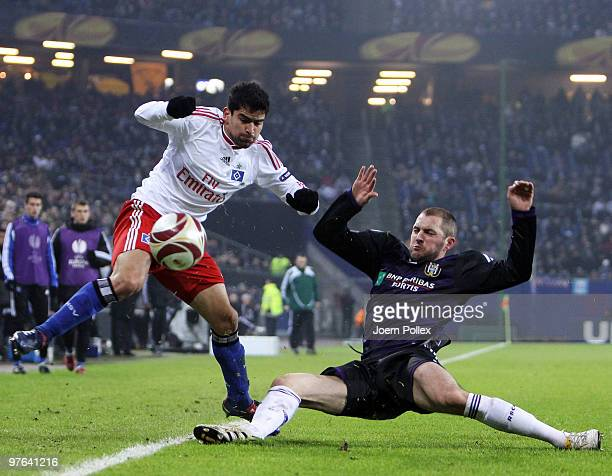 Tomas Rincon of Hamburg and Jelle van Damme of Anderlecht battle for the ball during the UEFA Europa League round of 16 first leg match between...