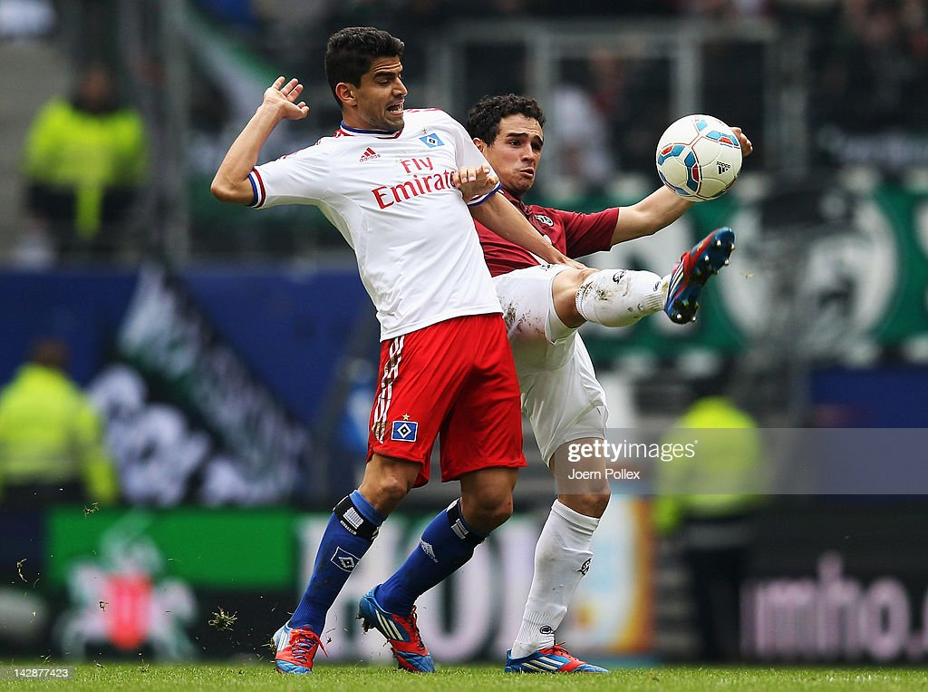 Tomas Rincon (L) of Hamburg and Manuel Schmiedebach of Hannover battle for the ball during the Bundesliga match between Hamburger SV and Hannover 96 at Imtech Arena on April 14, 2012 in Hamburg, Germany.