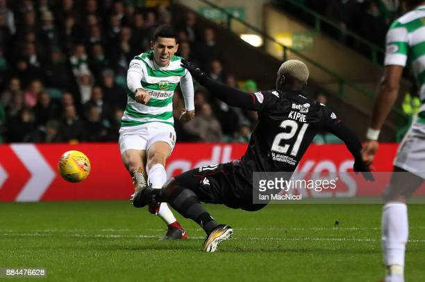 Tomas Rogic of Celtic shoots at goal during the Ladbrokes Scottish Premiership match between Celtic and Motherwell at Celtic Park on December 2 2017...
