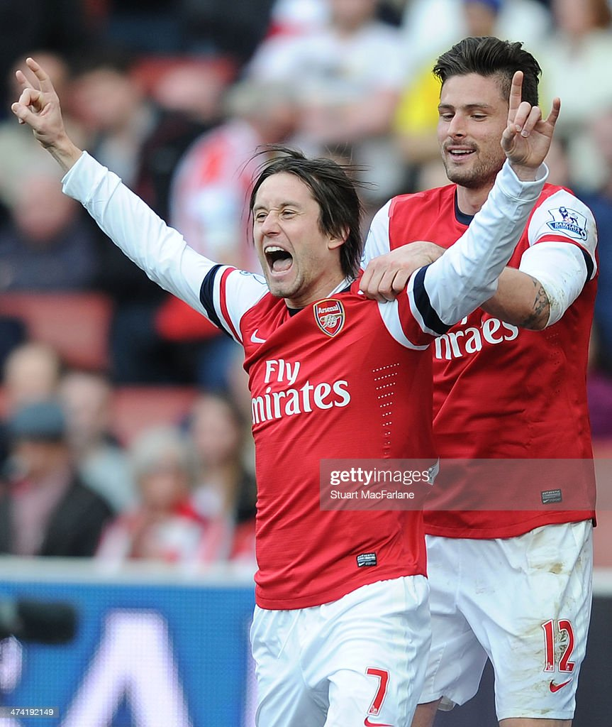 Tomas Rosicky (L) celebrates scoring the 3rd Arsenal with Olivier Giroud during the Barclays Premier League match between Arsenal and Sunderland at Emirates Stadium on February 22, 2014 in London, England.