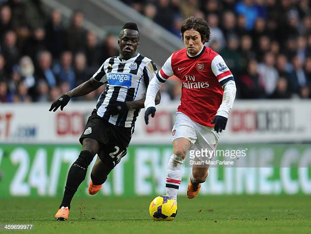 Tomas Rosicky of Arsenal breaks past Cheick Tiote of Newcastle during the Barclays Premier League match between Newcastle United and Arsenal at St...