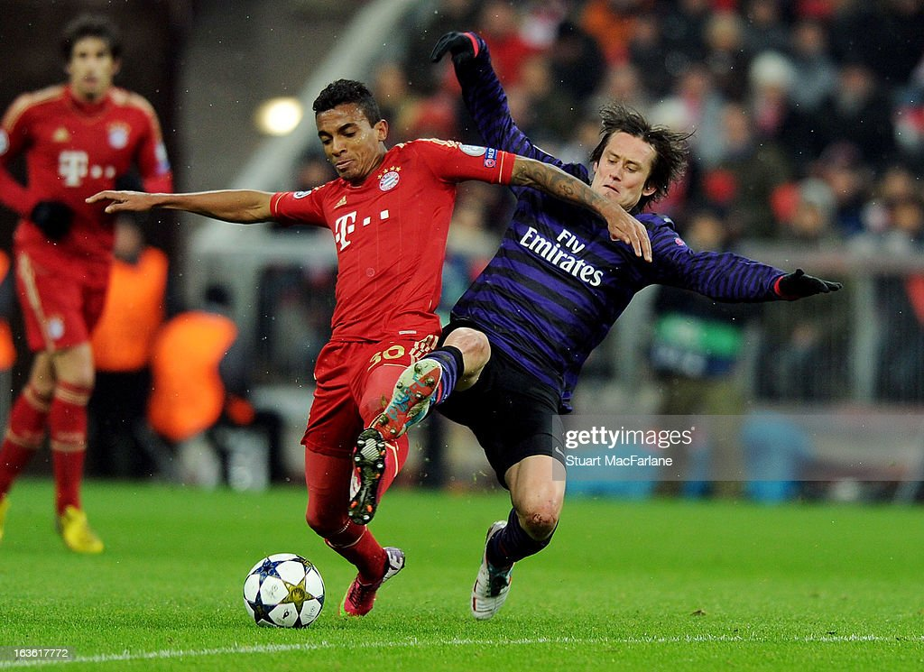 <a gi-track='captionPersonalityLinkClicked' href=/galleries/search?phrase=Tomas+Rosicky&family=editorial&specificpeople=213988 ng-click='$event.stopPropagation()'>Tomas Rosicky</a> of Arsenal challenges Luiz Gustavo of Bayern Munich during the UEFA Champions League Round of 16 second leg match between Bayern Muenchen and Arsenal FC at Allianz Arena on March 13, 2013 in Munich, Germany.