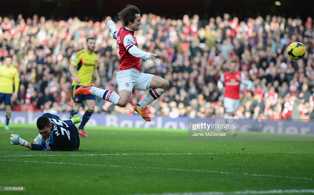 Tomas Rosicky of Arsenal lifts the ball over Vito Mannone of Sunderland to score a goal during the Barclays Premier League match between Arsenal and Sunderland at Emirates Stadium on February 22, 2014 in London, England.