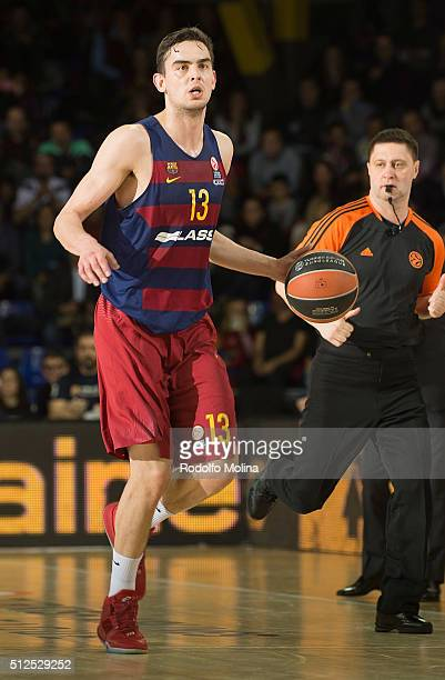 Tomas Satoransky #13 of FC Barcelona Lassa in action during the 20152016 Turkish Airlines Euroleague Basketball Top 16 Round 8 game between FC...