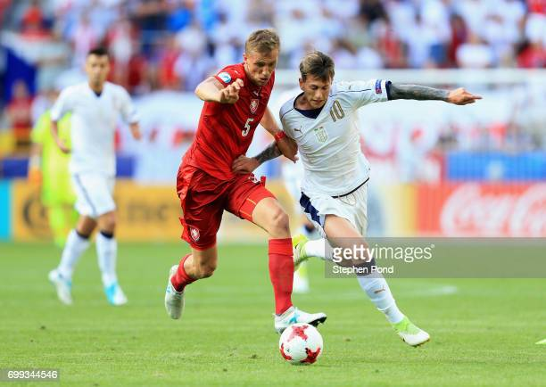Tomas Soucek of Czech Republic and Federico Bernardeschi of Italy battle for possession during the UEFA European Under21 Championship Group C match...