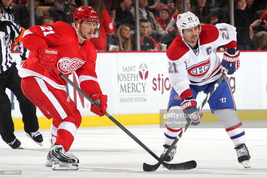 <a gi-track='captionPersonalityLinkClicked' href=/galleries/search?phrase=Tomas+Tatar&family=editorial&specificpeople=5652303 ng-click='$event.stopPropagation()'>Tomas Tatar</a> #21 of the Detroit Red Wings and <a gi-track='captionPersonalityLinkClicked' href=/galleries/search?phrase=Brian+Gionta&family=editorial&specificpeople=202116 ng-click='$event.stopPropagation()'>Brian Gionta</a> #21 of the Montreal Canadiens line up during a face-off during an NHL game on March 27, 2014 at Joe Louis Arena in Detroit, Michigan. Montreal defeated Detroit 5-4