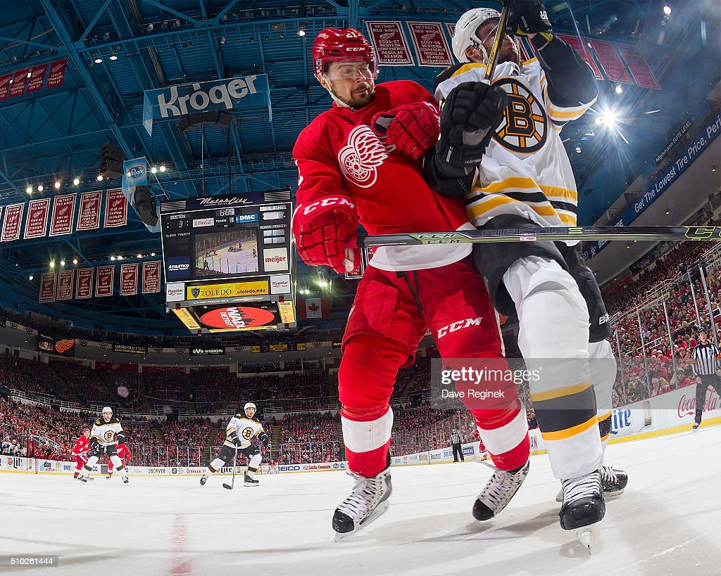 <a gi-track='captionPersonalityLinkClicked' href=/galleries/search?phrase=Tomas+Tatar&family=editorial&specificpeople=5652303 ng-click='$event.stopPropagation()'>Tomas Tatar</a> #21 of the Detroit Red Wings battles along the boards with <a gi-track='captionPersonalityLinkClicked' href=/galleries/search?phrase=Ryan+Spooner&family=editorial&specificpeople=5617370 ng-click='$event.stopPropagation()'>Ryan Spooner</a> #51 of the Boston Bruins during an NHL game at Joe Louis Arena on February 14, 2016 in Detroit, Michigan.