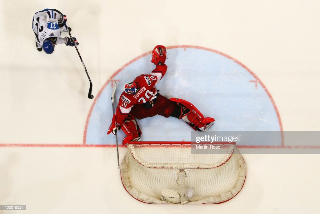 Tomas Vokoun (R), goaltender of Czech Republic saves the penalty shot of Petri Kontiola of Finland (L) during the IIHF World Championship quarter final match between Finland and Czech Republic at Lanxess Arena on May 20, 2010 in Cologne, Germany.