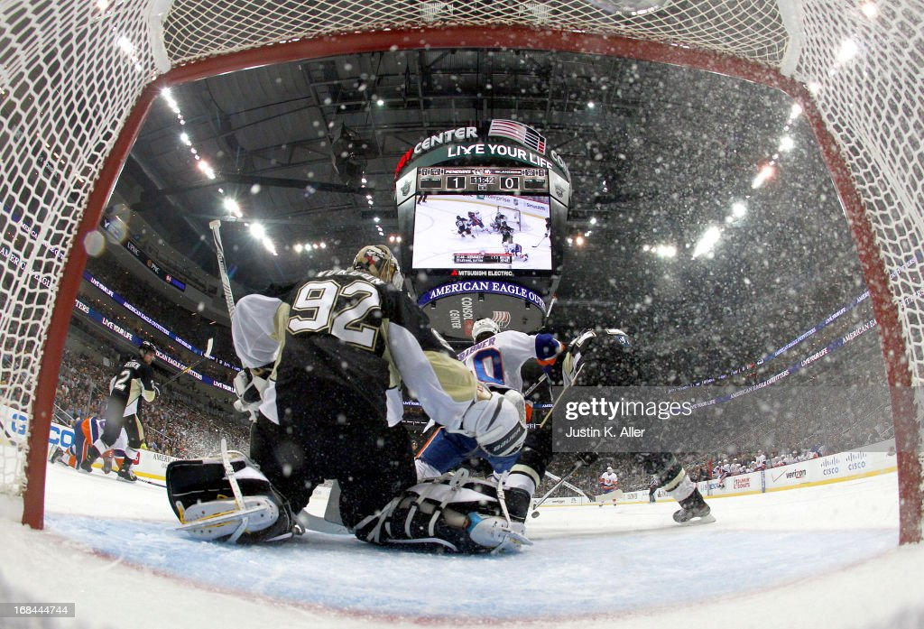<a gi-track='captionPersonalityLinkClicked' href=/galleries/search?phrase=Tomas+Vokoun&family=editorial&specificpeople=202179 ng-click='$event.stopPropagation()'>Tomas Vokoun</a> #92 of the Pittsburgh Penguins makes a save against the New York Islanders in Game Five of the Eastern Conference Quarterfinals during the 2013 NHL Stanley Cup Playoffs at Consol Energy Center on May 9, 2013 in Pittsburgh, Pennsylvania.