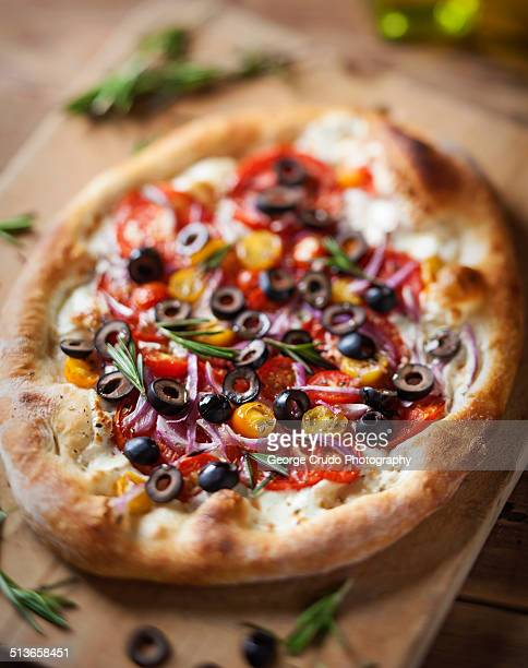 Tomato olive pizza