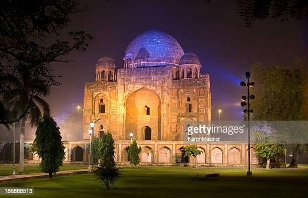 Tombe à Delhi