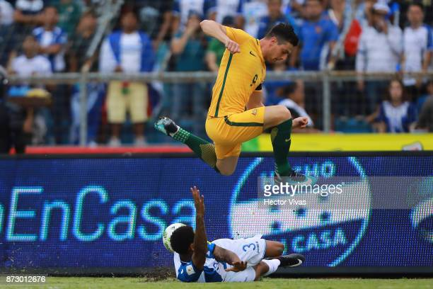 Tomi Juric of Australia struggles for the ball with Henry Figueroa of Honduras during a first leg match between Honduras and Australia as part of...