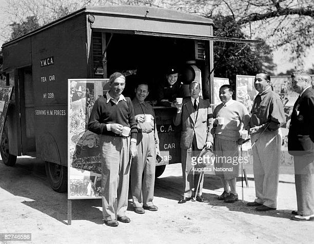 Tommy Armour Bobby Jones the Duke of Windsor Gene Sarazen and Walter Hagen enjoy refreshments at the tea car during the 1935 Masters Tournament at...