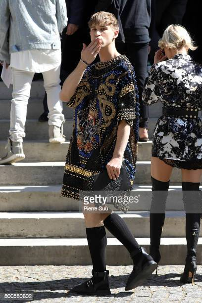 Tommy Dorfman attends the Balmain Menswear Spring/Summer 2018 show as part of Paris Fashion Week on June 24 2017 in Paris France