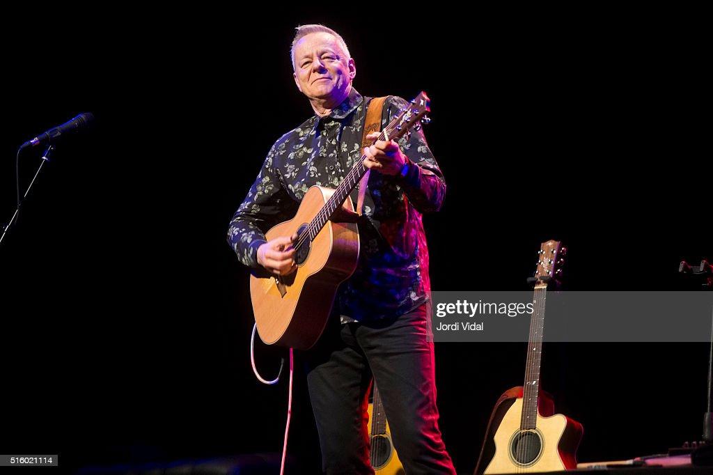 Tommy Emmanuel Performs in Concert in Barcelona