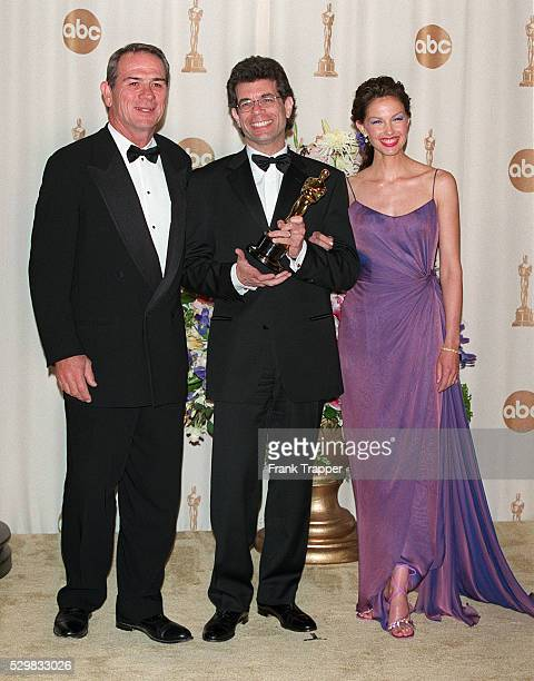 Tommy Lee Jones and Ashley Judd present the Oscar for for best editing to film editor Zach Staenberg for The Matrix