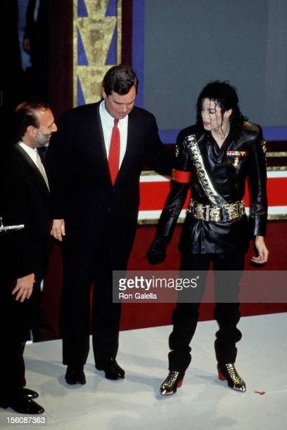 Tommy Mottola of CBS Records Peter Kendall of PepsiCola International and singer Michael Jackson attend 'Dangerous' Tour Press Conference on February...