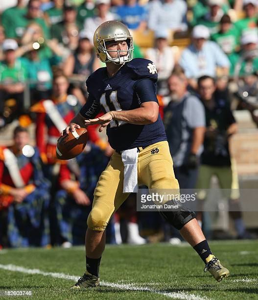 Tommy Rees of the Notre Dame Fighting Irish looks for a receiver against the Oklahoma Sooners at Notre Dame Stadium on September 28 2013 in South...