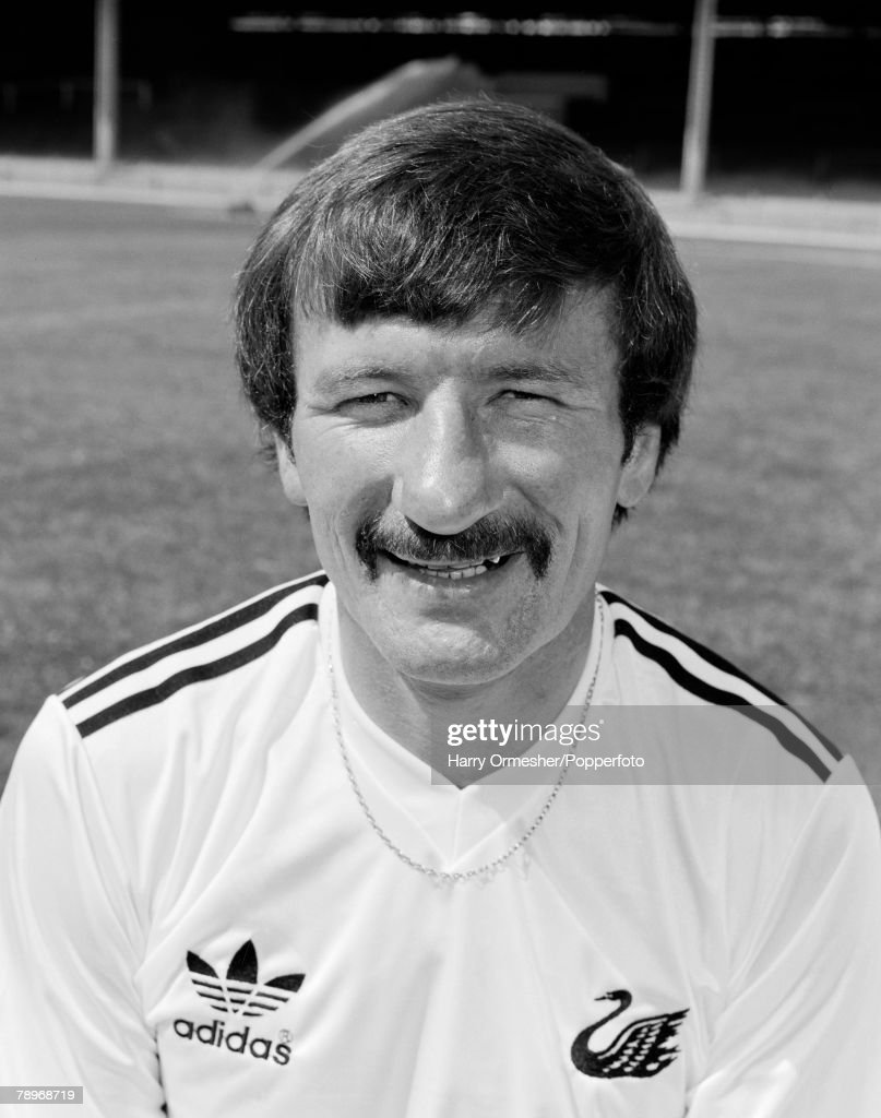 tommy smith soccer player liverpool fc getty images