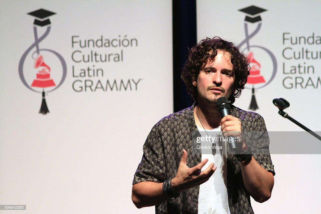 <a gi-track='captionPersonalityLinkClicked' href=/galleries/search?phrase=Tommy+Torres&family=editorial&specificpeople=3043126 ng-click='$event.stopPropagation()'>Tommy Torres</a> talks to students as part of Latin GRAMMY Master Class at Escuela de Bellas Artes on May 26, 2016 in Carolina, Puerto Rico.