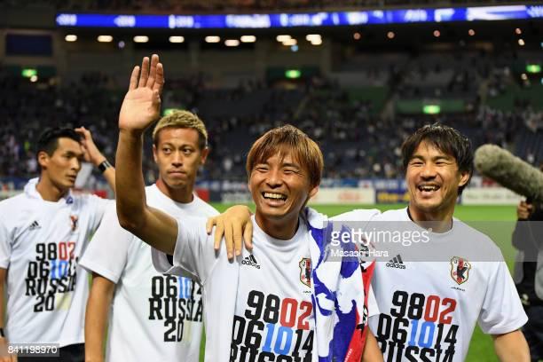 Tomoaki Makino Keisuke Honda Takashi Inui and Shinji Okazaki of Japan applaud supporters after their 20 victory and qualified for the FIFA World Cup...