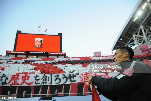 Tomoaki Makino of Urawa Red Diamonds applauds supporters after the JLeague J1 match between Urawa Red Diamonds and Yokohama FMarinos at Saitama...
