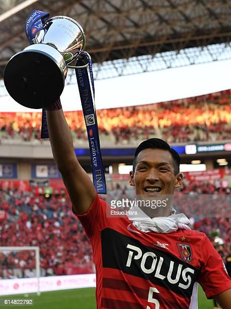 Tomoaki Makino of Urawa Red Diamonds celebrates with the trophy after the JLeague Levain Cup Final match between Gamba Osaka and Urawa Red Diamonds...