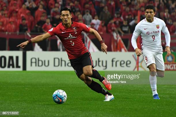 Tomoaki Makino of Urawa Red Diamonds in action during the AFC Champions League Group F match between Urawa Red Diamonds and Shanghai SIPG FC at...