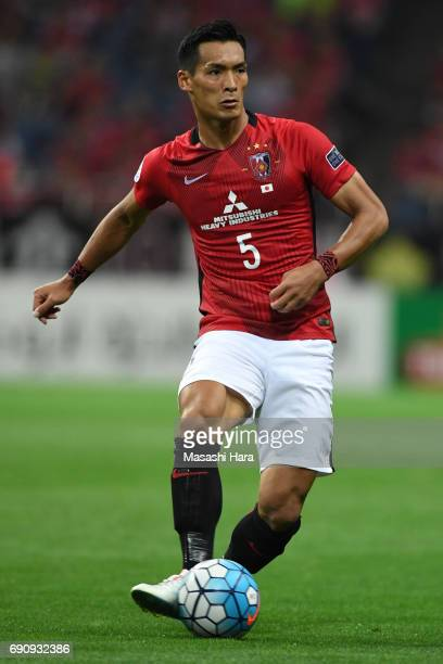 Tomoaki Makino of Urawa Red Diamonds in action during the AFC Champions League Round of 16 match between Urawa Red Diamonds and Jeju United FC at...