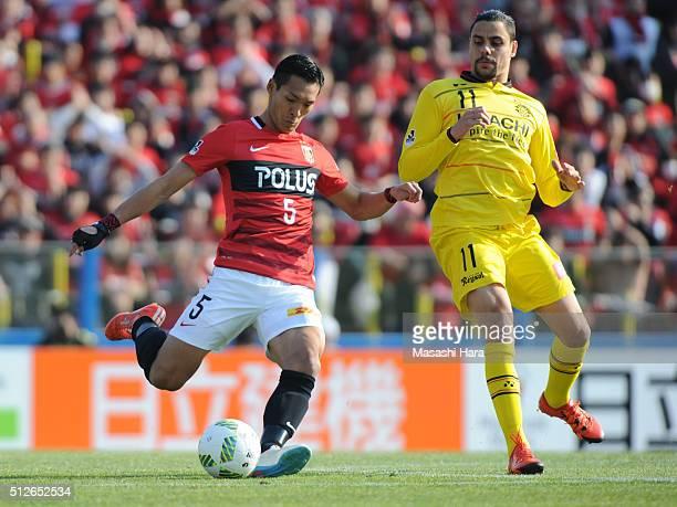 Tomoaki Makino of Urawa Red Diamonds in action during the JLeague 2016 match between Kashiwa Reysol and Urawa Red Diamonds at the Hitachi Kashiwa...