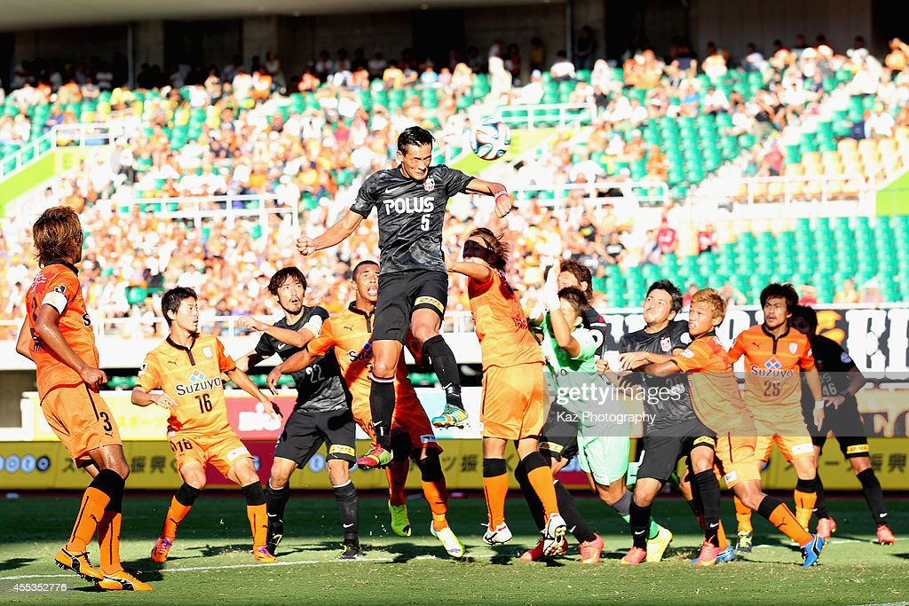 <a gi-track='captionPersonalityLinkClicked' href=/galleries/search?phrase=Tomoaki+Makino&family=editorial&specificpeople=775804 ng-click='$event.stopPropagation()'>Tomoaki Makino</a> of Urawa Reds scores his team's third goal during the J.League match between Shimizu S-Pulse and Urawa Red Diamonds at Ecopa Stadium on September 13, 2014 in Kakegawa, Shizuoka, Japan.